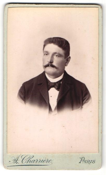 Fotografie A. Charrière, Paris, Portrait Herr mit Schnauzbart
