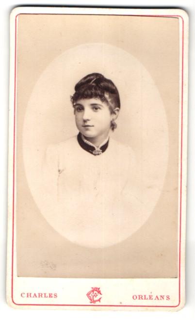 Fotografie Charles, Orléans, Portrait Fräulein mit zeitgenöss. Frisur