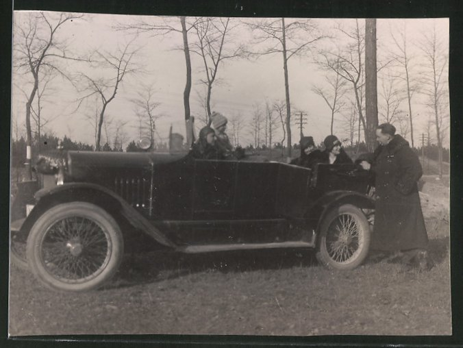 Fotografie Auto, Paare während einer Ausfahrt mit dem Cabrio
