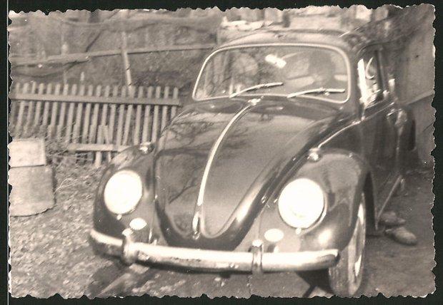 Fotografie Auto VW Käfer, Fahrer sitzt im Volkswagen PKW