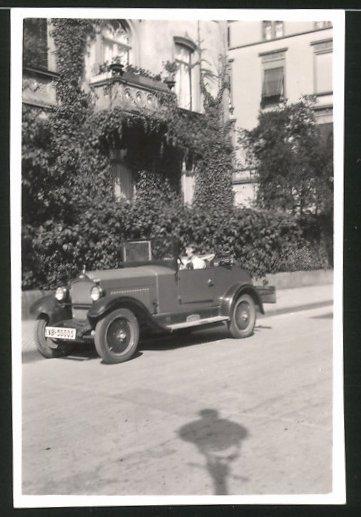 Fotografie Auto Opel Cabrio, junge Frau am Steuer des PKW's
