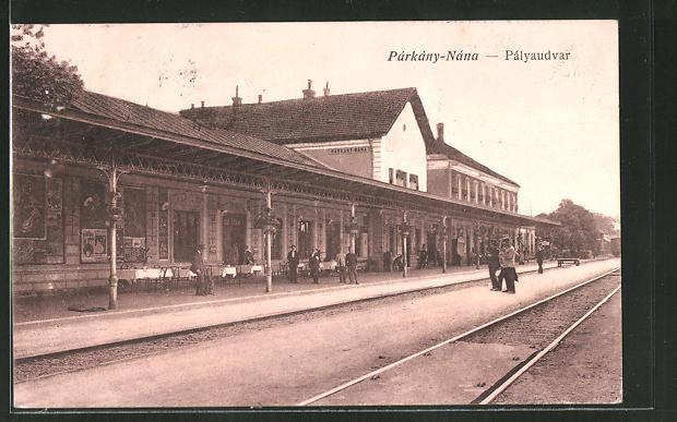 AK Párkány-Nána, Pályaudvar, Bahnhof mit Bahnsteig