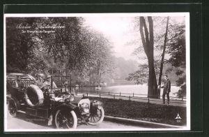 AK Berlin, Weltstadtleben: Kronprinz Wilhelm von Preussen fährt Auto im Tiergarten
