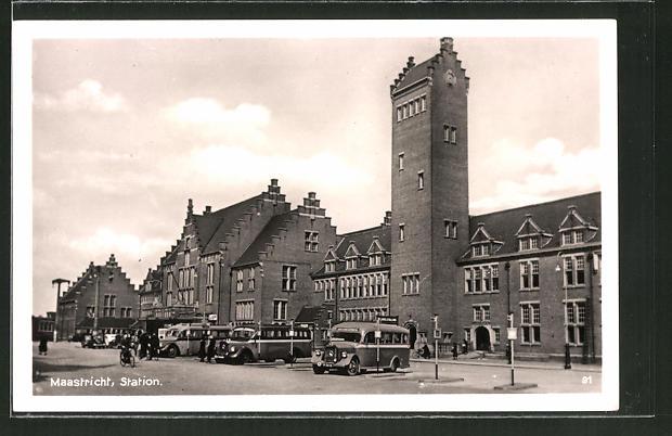 AK Maastricht, Station, Busse vor dem Bahnhof