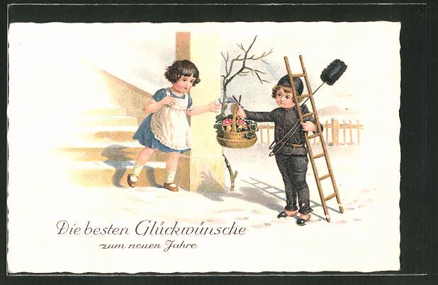 AK Schornsteinfeger reicht einem Mädchen einen Korb mit Kleeblättern und Fliegenpilzen
