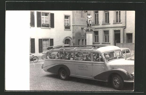 Foto-AK Bus mit offenem Dach bei einer Stadtrundfahrt