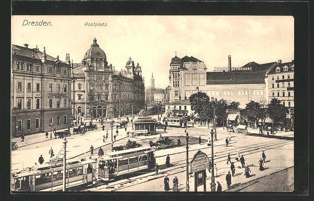 AK Dresden, Strassenbahnen auf dem Postplatz