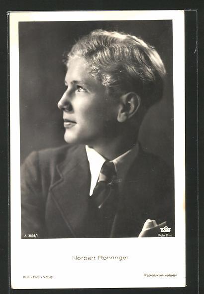AK Schauspieler Norbert Rohringer im Anzug zur Seite schauend