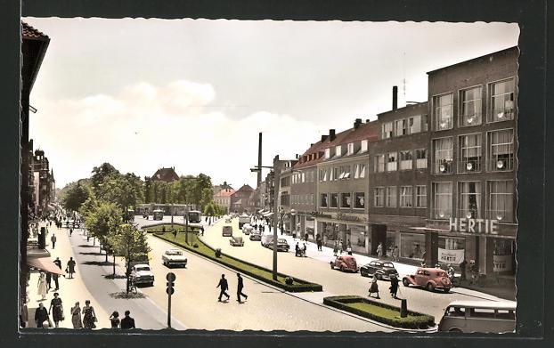 AK Neumünster, Strassenpartie mit Herti-Kaufhaus