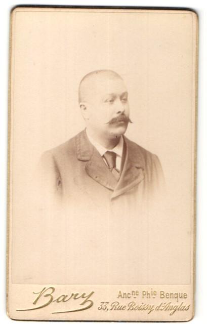 Fotografie Bary, Paris, Portrait eleganter Bürgerlicher mit Schnurrbart