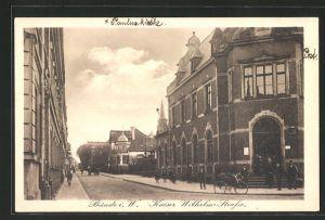 AK Bünde i. W., Kinder & Solat mit Pickelhaube in der Kaiser Wilhelm-Strasse