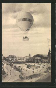 AK Hamburg, Ballon über dem Bahnhof mit Strassenbahnen