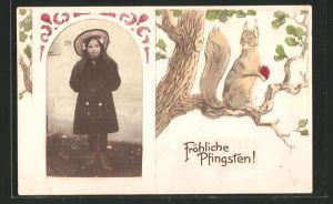 Foto-AK Portrait eines Mädchens, Passepartout mit Eichhörnchen