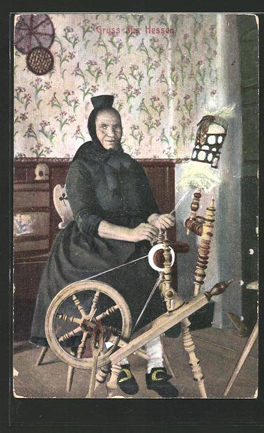 AK Hessen, Frau in hessischer Tracht an einem Spinnrad