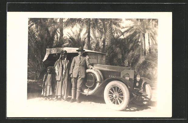 AK Mann mit Mercedes in einer Wüstenoase