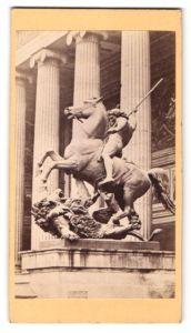 Fotografie Fotograf unbekannt, Ansicht Berlin, Reiter-Statue am Museum