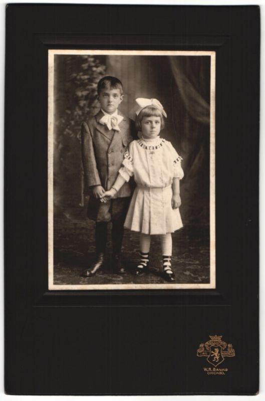 Fotografie W. R. Banks, Chicago, niedliche Kinder, Mädchen mit Haarschleife