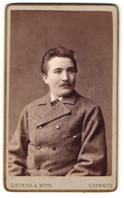 Fotografie Dietrich & Witte, Chemnitz, Portrait bürgerlicher Herr im Anzug mit Schnauzbart