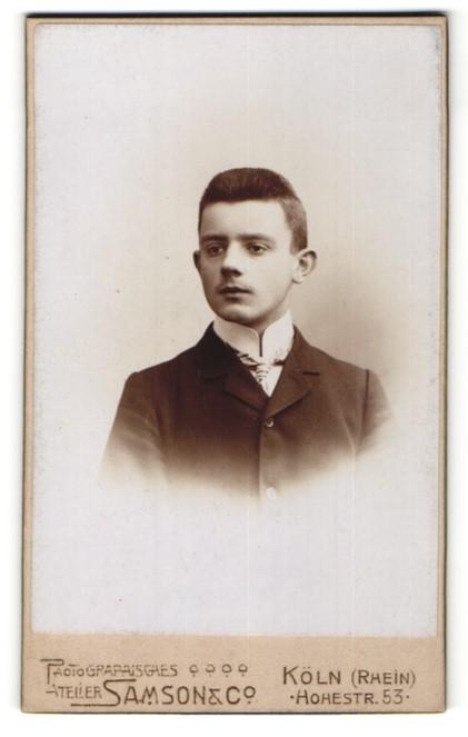 Fotografie Samson & Co., Köln, Portrait jugendlicher Knabe im edlen Anzug mit Krawatte