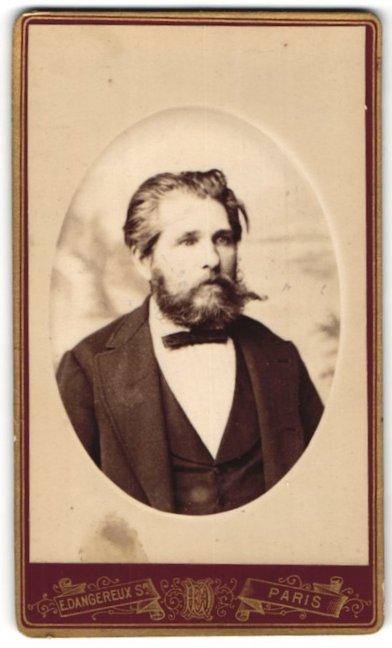 Fotografie E. Dangereux Sr., Paris, Portrait Herr mit Vollbart im Anzug mit Querbinder