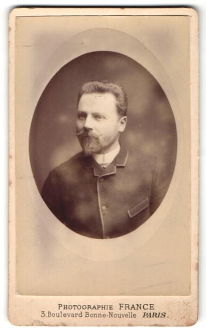 Fotografie Photographie de la Porte St. Denis, Paris, Portrait Herr mit Bart