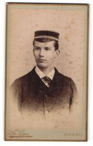 Fotografie Fr. Gysi, Aarau, Portrait Burschet mit Korpsmütze, Student