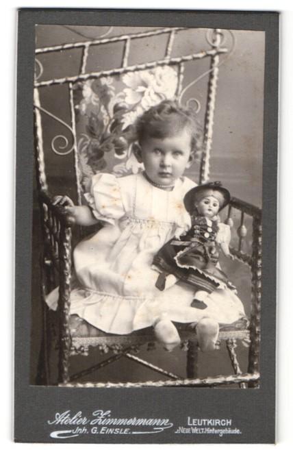 Fotografie Atelier Zimmermann, Leutkirch, Portrait Kleinkind mit Puppe