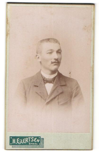 Fotografie H. Eilertsen, Epinal, Portrait Herr mit Bürstenhaarschnitt