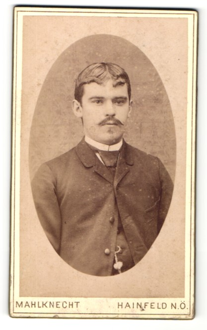 Fotografie Mahlknecht, Hainfeld N/Ö, Portrait junger Herr mit zeitgenöss. Frisur