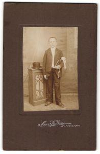 Fotografie Max Kuban, St. Avold i/Lothr, Portrait Knabe in feierlichem Anzug