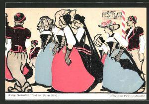 AK Bern, Eidg. Schützenfest 1910, Damen & Herren in Trachen gehen zum Festplatz, Schützenverein