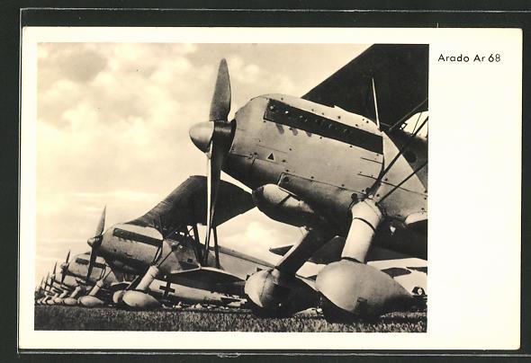 AK Flugzeug-Staffel Arado Ar 68 auf dem Flugfeld