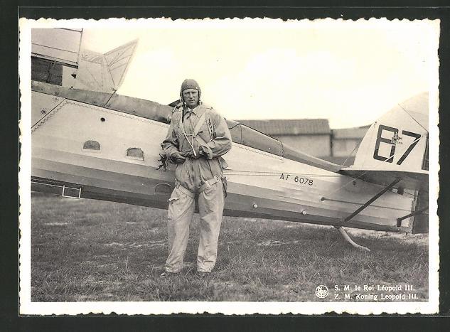 AK König Leopold III. von Belgien in Fliegerkleidung vor seinem Flugzeug