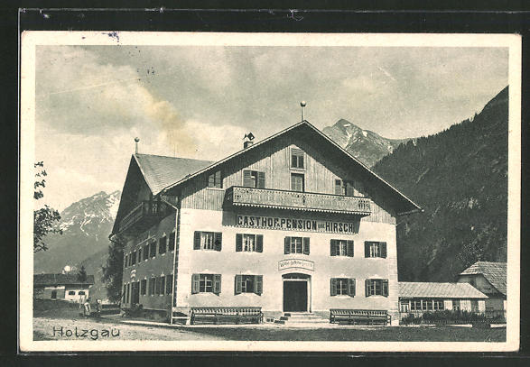 AK Holzgau, Gasthof & Pension gold. Hirsch mit Bergen im Hintergrund 0