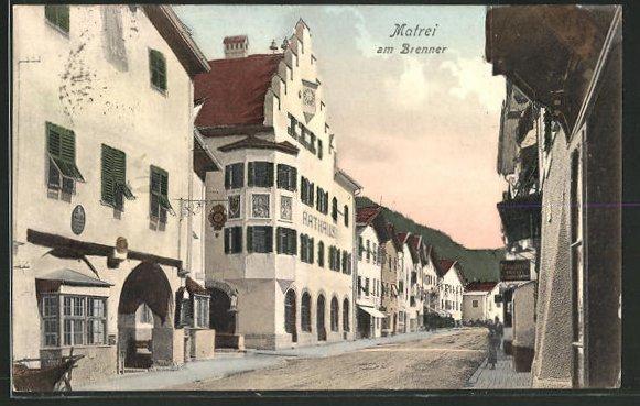 AK Matrei, Strassenpartie mit Rathaus am Brenner 0