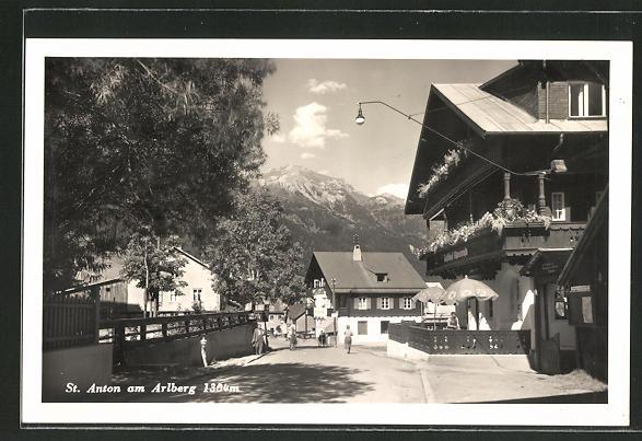 AK St. Anton am Arlberg, Strassenpartie im Ort