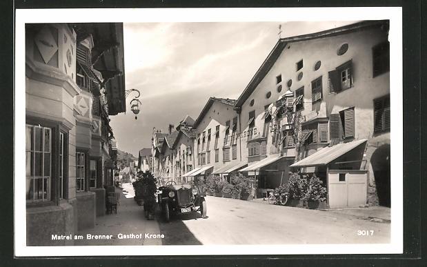 AK Matrei am Brenner, Strassenansicht mit Gasthof Krone 0