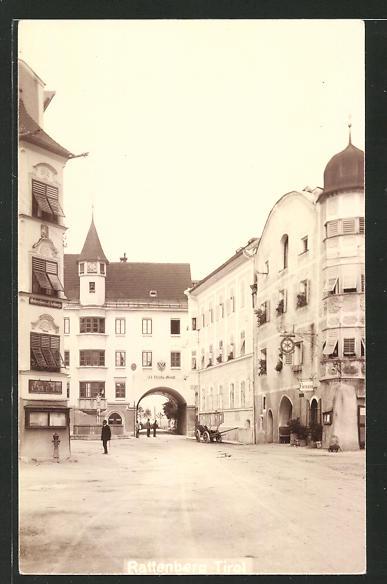 AK Rattenberg in Tirol, Strassenansicht mit Blick zurm Stadttor 0
