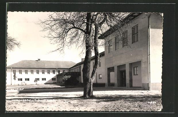 AK Vorchdorf, Auf dem Hof der Schule 0