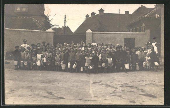 Foto-AK Buer-Hassel, Kinder holen Wurstbrühe im Kriegsjahr 1916 0