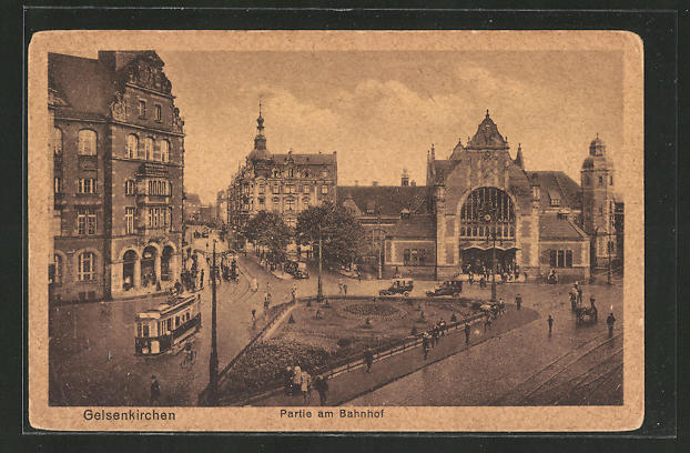 AK Gelsenkirchen, Strassenpartie am Bahnhof, Strassenbahnen 0