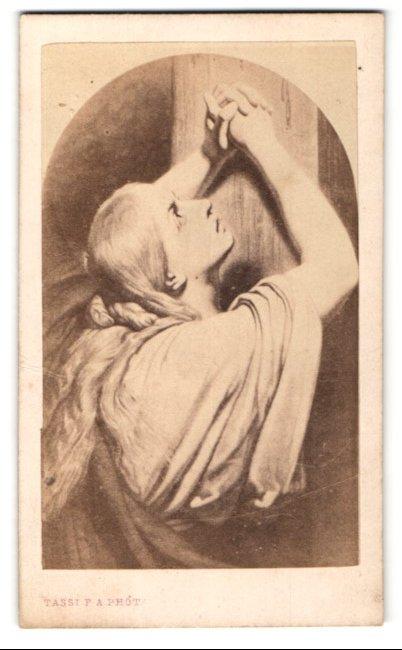 Fotografie P. A. Tassi, Ain, Gemälde von unbek. Künstler, Maria Magdalena am Kreuz