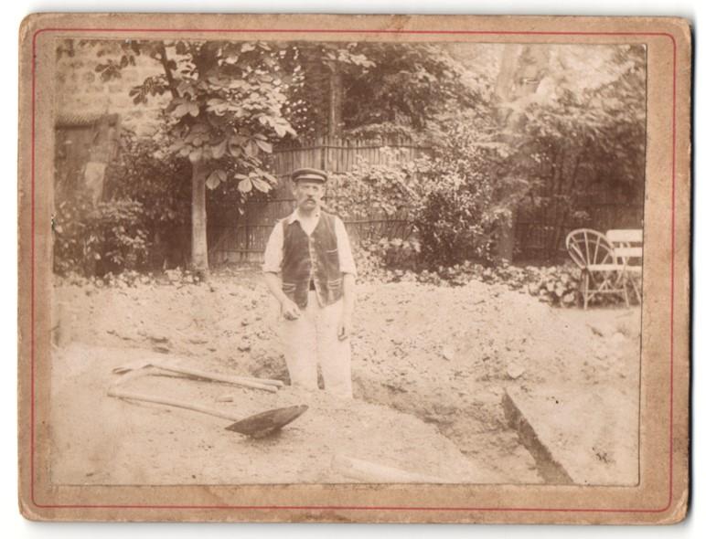 Fotografie Arbeiter beim Graben, Tiefbau