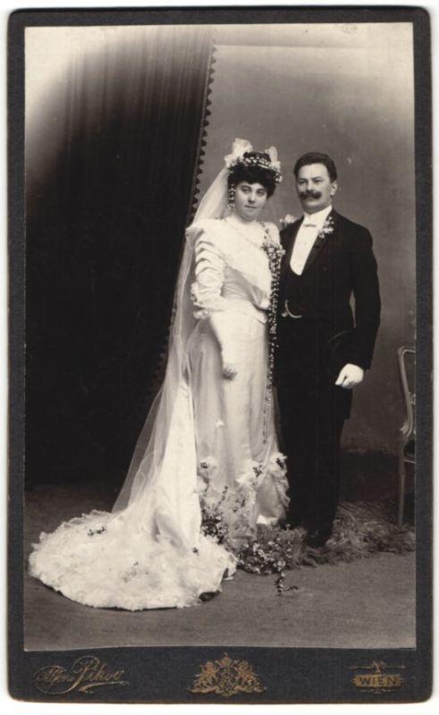 Fotografie Alfons Piksa, Wien, elegantes Brautpaar nach der Hochzeit im Foto-Atelier