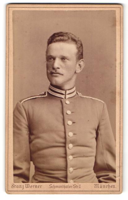 Fotografie Franz Werner, München, Portrait Soldat mit zeitgenöss. Frisur