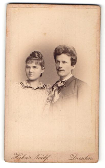 Fotografie Hahn's Nachf., Dresden, Portrait junges bürgerl. Paar