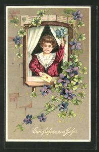 AK Junge in Matrosenkleidung winkt mit Blumenstrauss und Brief aus dem Fenster, Neujahr