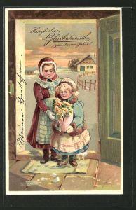 Präge-AK Mutter mit Tochter an der Tür, Blumenstrauss und Neujahrgruss