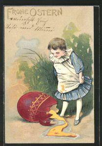 Präge-AK Frohe Ostern, Mädchen vor einem zerbrochenen Osterei