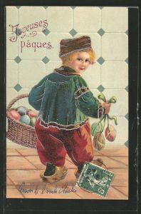 AK niederländischer, kleiner Junge mit bunten Ostereiern,